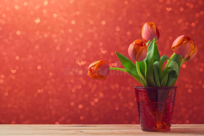 Tulpe blüht Blumenstrauß über bokeh Hintergrund lizenzfreie stockfotos