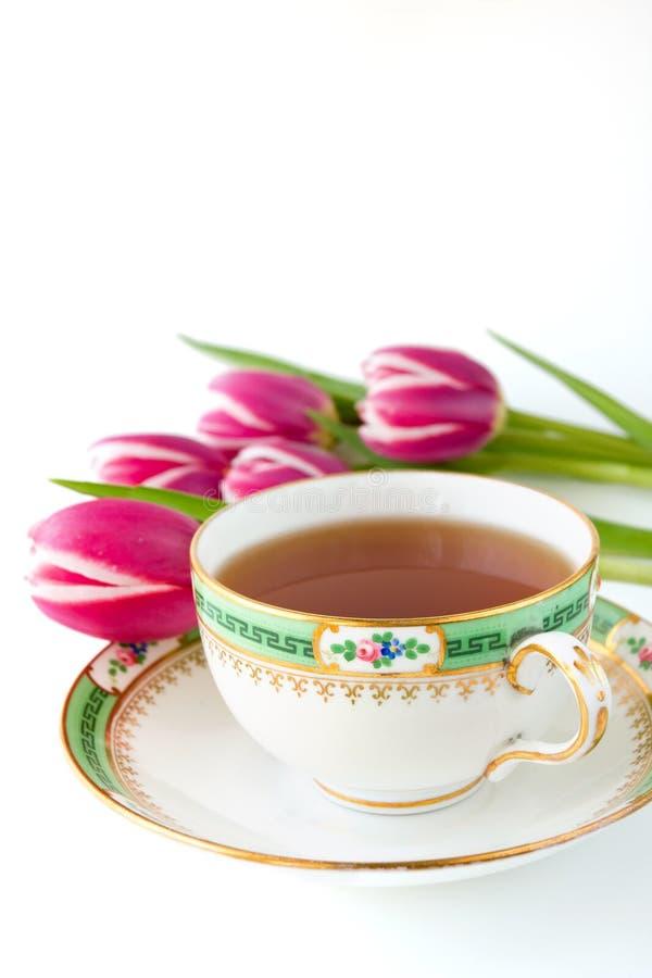 Tulpen en theekopje royalty-vrije stock afbeeldingen