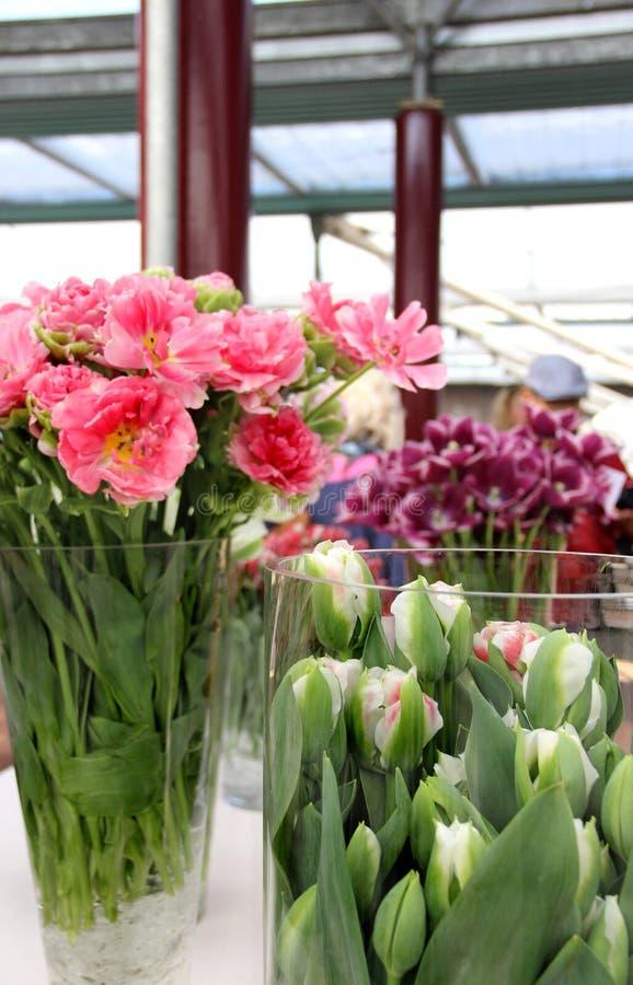 Tulpen en vazen royalty-vrije stock foto