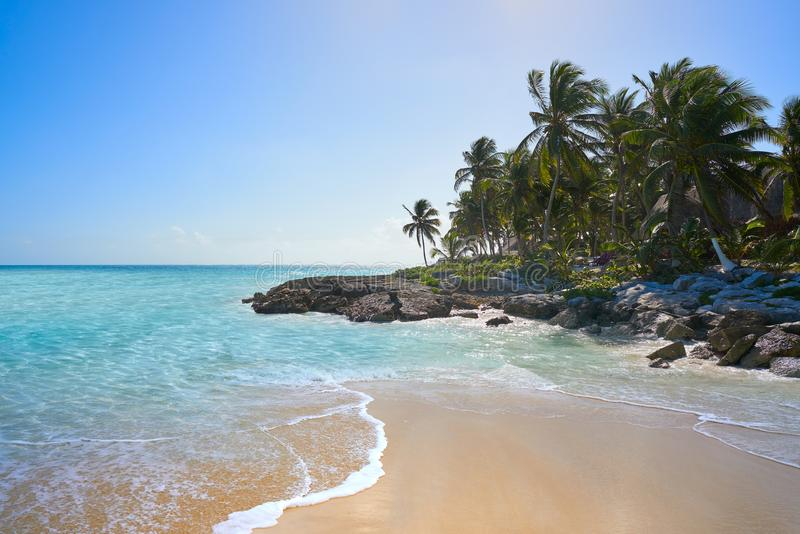 Tulum Caraïbisch strand in Riviera Maya stock foto's