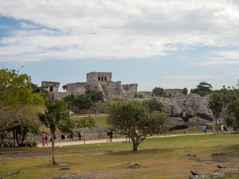 Tulum, México, Ámérica do Sul: [Ruínas de Tulum da cidade maia antiga, do destino do turista, do mar das caraíbas, do golfo, da p imagem de stock royalty free