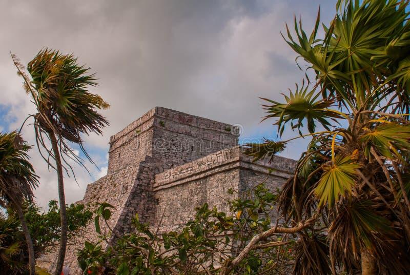 Tulum, Meksyk, Jukatan, Riviera majowie: Ruiny antycznego Majskiego miasta archeological miejsce w Tulum fotografia stock