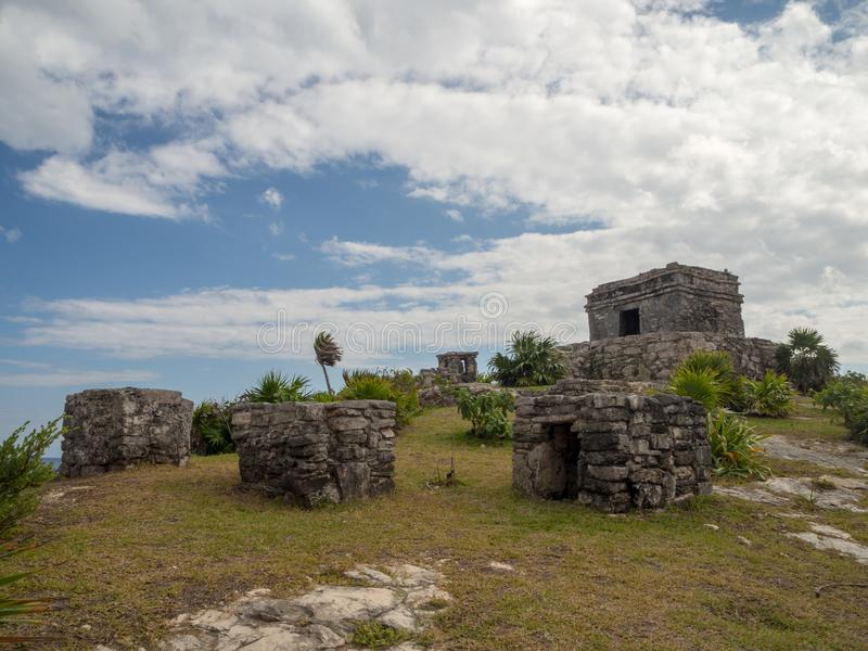 Tulum, Mexique, Amérique du Sud : [Ruines de Tulum de ville maya antique, de destination de touristes, de mer des Caraïbes, de go photo stock