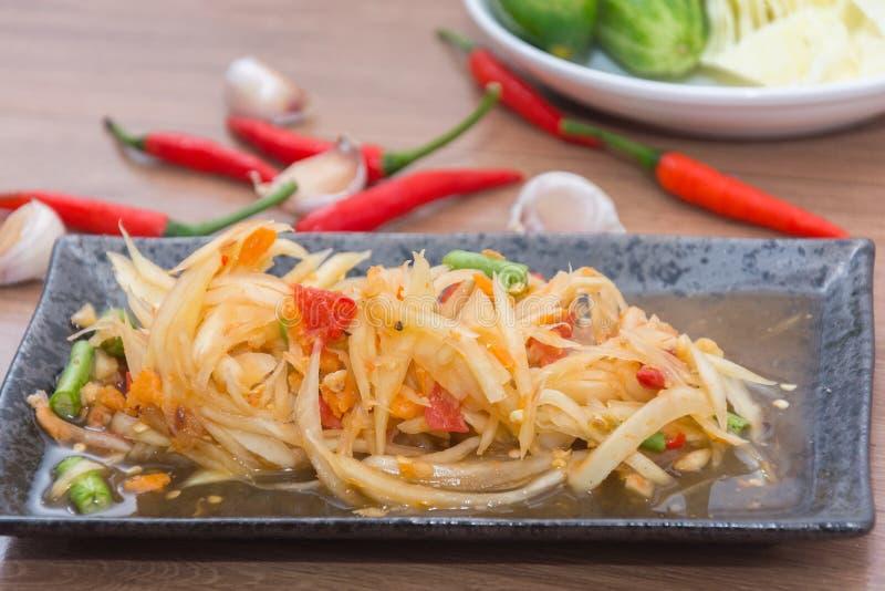 Tum do som da salada da papaia tailandês imagens de stock