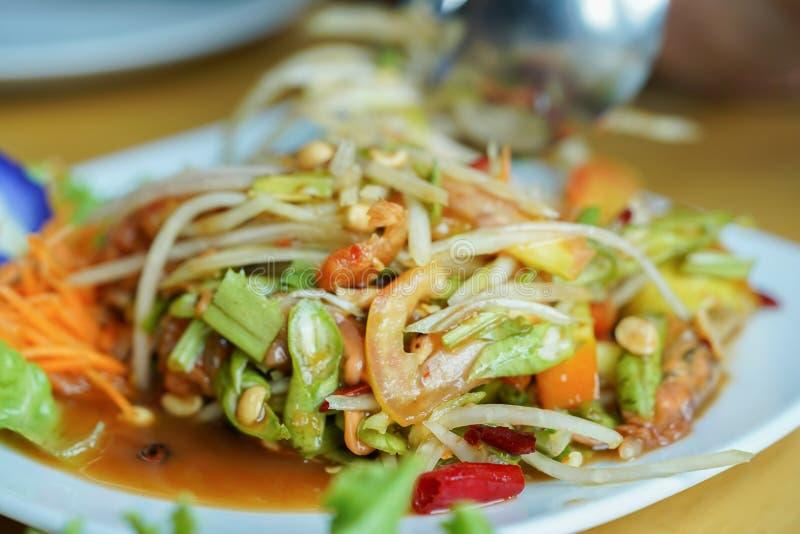 Tum do som ou salada da papaia, papaia Pok Pok, Cuisin tradicional tailandês foto de stock royalty free