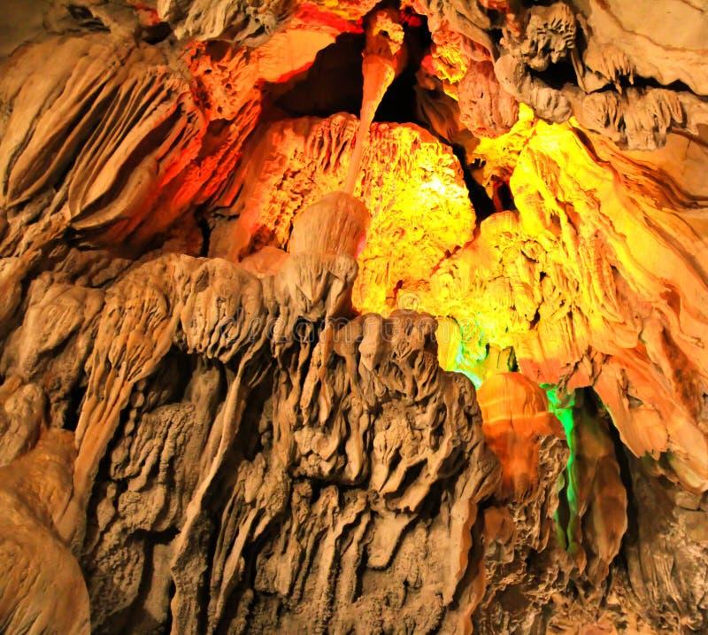 Tum Jung Cave em Vang Vieng foto de stock
