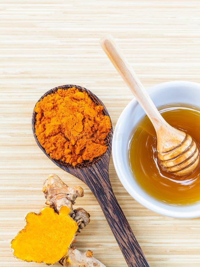 Tumaric y miel para el cuidado de piel foto de archivo