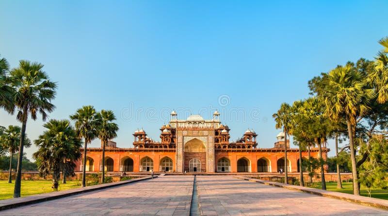 Tumba de Akbar el grande en el fuerte de Sikandra en Agra, la India foto de archivo