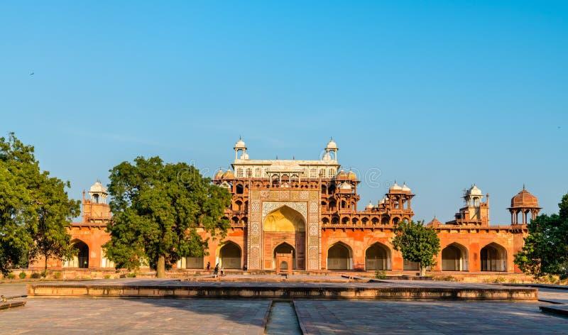 Tumba de Akbar el grande en el fuerte de Sikandra en Agra, la India fotografía de archivo libre de regalías