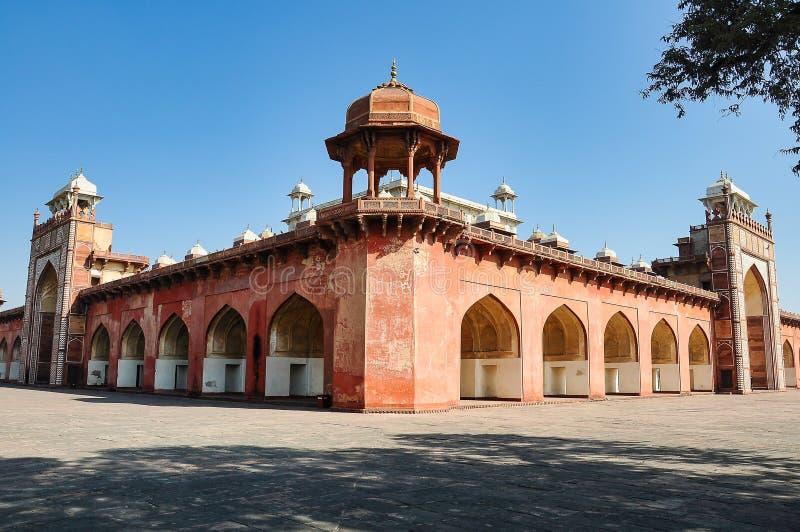 Tumba de Akbar el grande en el fuerte de Sikandra en Agra, Uttar Pradesh, la India fotografía de archivo libre de regalías