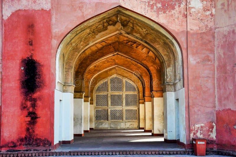 Tumba de Akbar el grande en el fuerte de Sikandra en Agra, Uttar Pradesh, la India foto de archivo libre de regalías