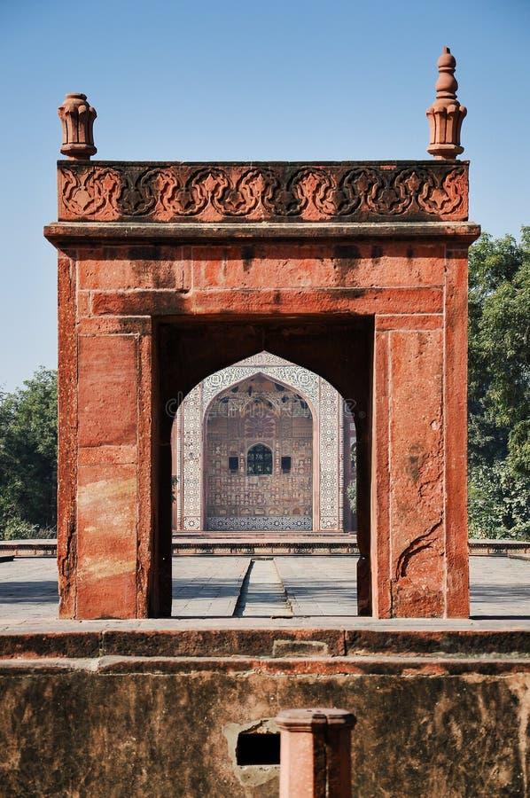 Tumba de Akbar el grande en el fuerte de Sikandra en Agra, Uttar Pradesh, la India imagen de archivo