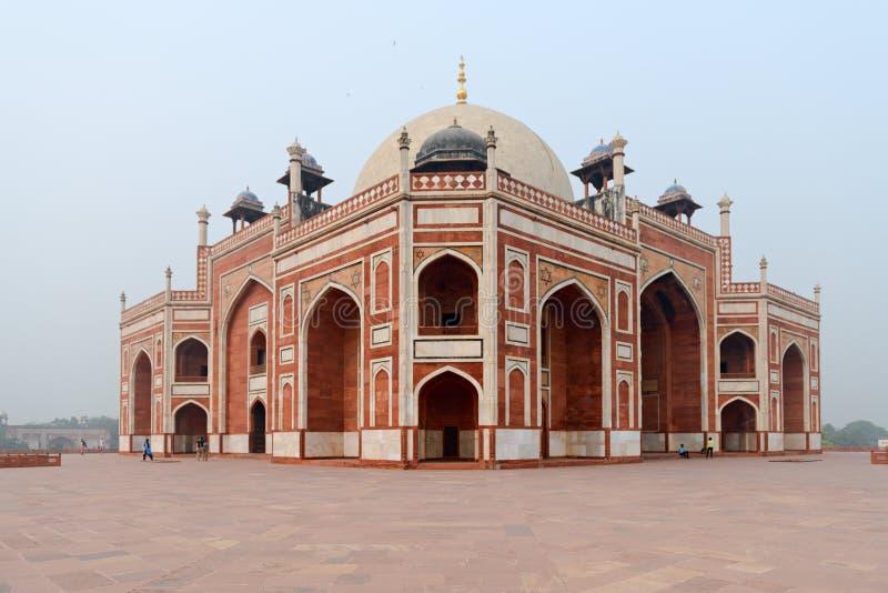 Tumba del ` s de Humayun en Nueva Deli, la India Una de señales en Nueva Deli fotografía de archivo