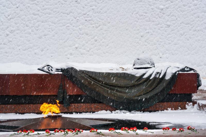 Tumba del soldado desconocido en la pared del Kremlin en Alexander Garden en invierno en Moscú Rusia fotos de archivo