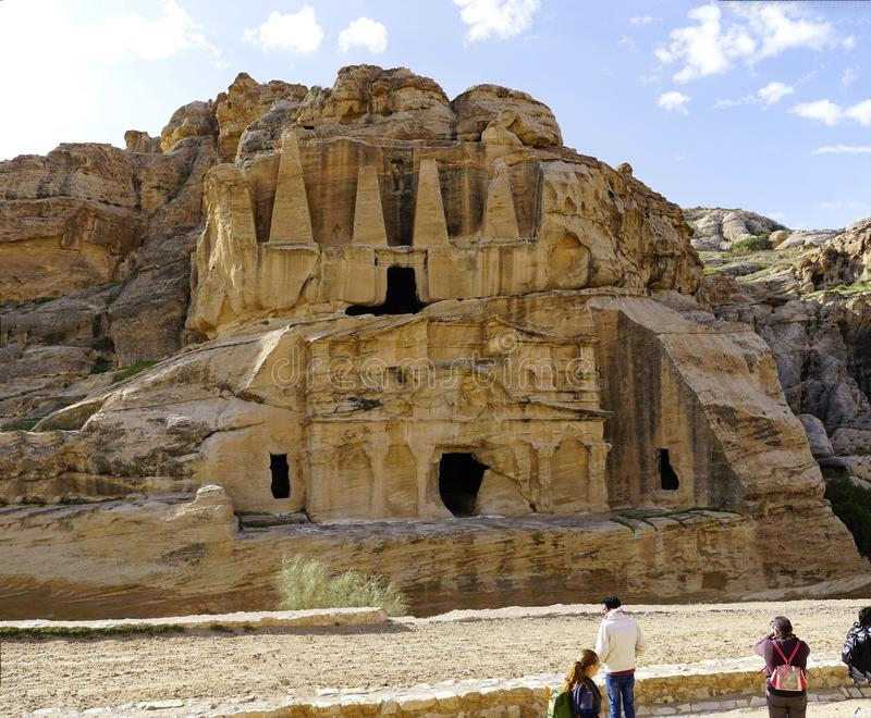 Tumba en el Petra antiguo, Jordania del obelisco foto de archivo libre de regalías