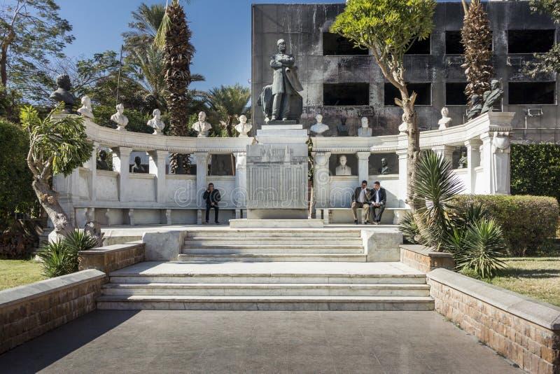 Tumba y estatua de Auguste Mariette fotografía de archivo