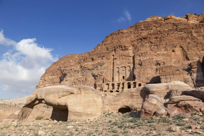 Tumba y tumbas reales, Petra, Jordania del tumba de la urna, de seda fotos de archivo