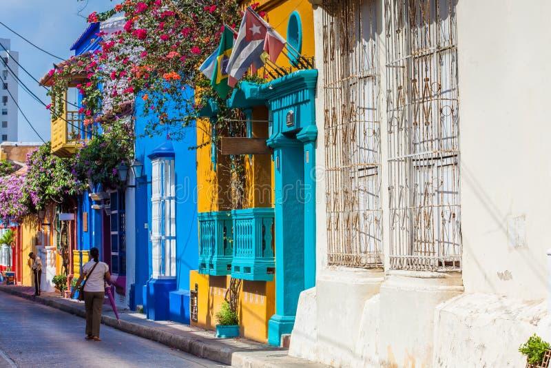 Tumbamuertos街道的五颜六色的房子在卡塔赫钠de Indias被围住的  免版税库存图片