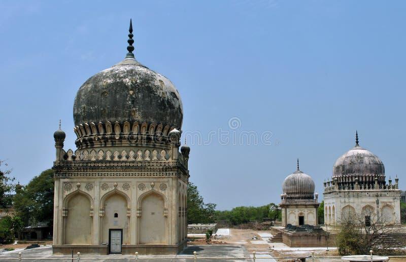 Tumbas de Quli Qutb Shahi imágenes de archivo libres de regalías