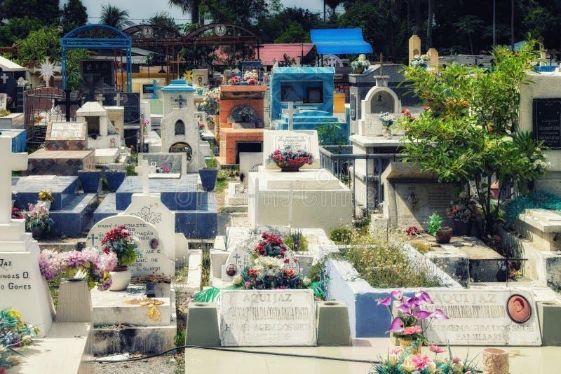Tumbas en Santa Cruz Cemetery; Dili, Timor Oriental fotos de archivo libres de regalías