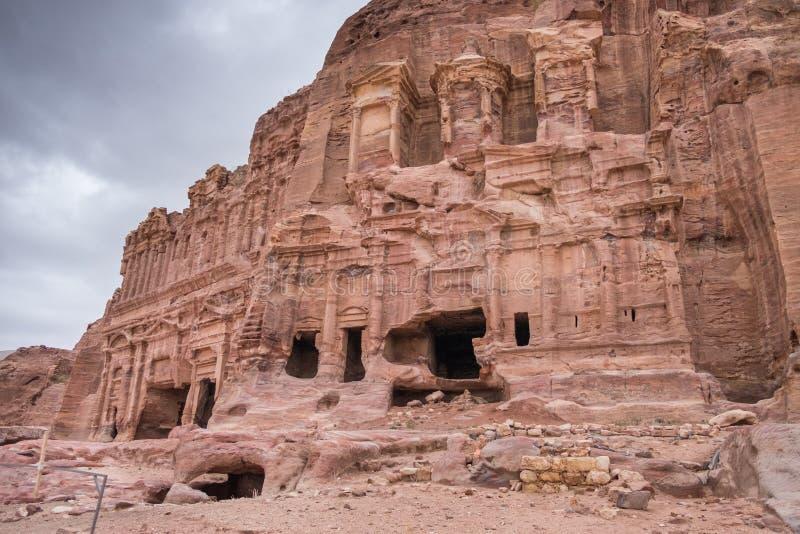 Tumbas reales en parque arqueológico del Petra en el día de invierno frío fotografía de archivo libre de regalías