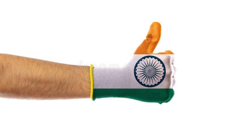 Tumma upp, den Indien flaggahandsken som isoleras på vit bakgrund, klipp ut arkivbilder