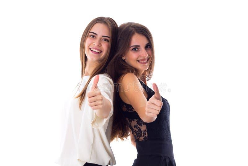 Tummar visningen för ung kvinna två upp royaltyfri bild