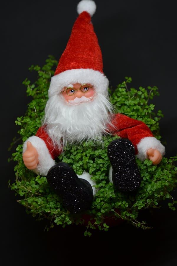 Tumme upp stupade Santa Claus fotografering för bildbyråer