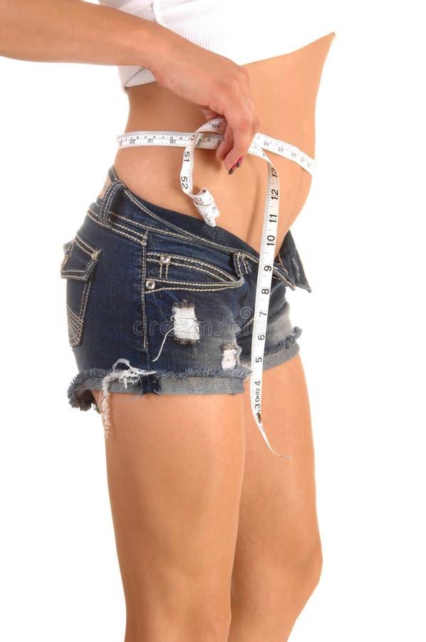 Tummy девушки измеряя. стоковые изображения