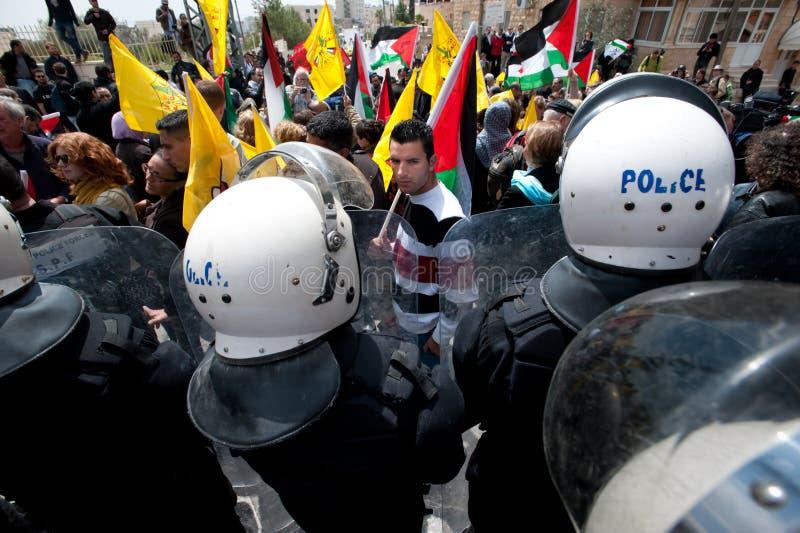 tumult för framsidapalestinierpolis royaltyfri foto