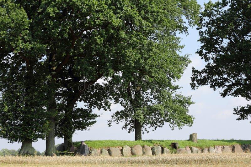 Tumulus reconstruit de Karlsminde en Allemagne du nord images libres de droits
