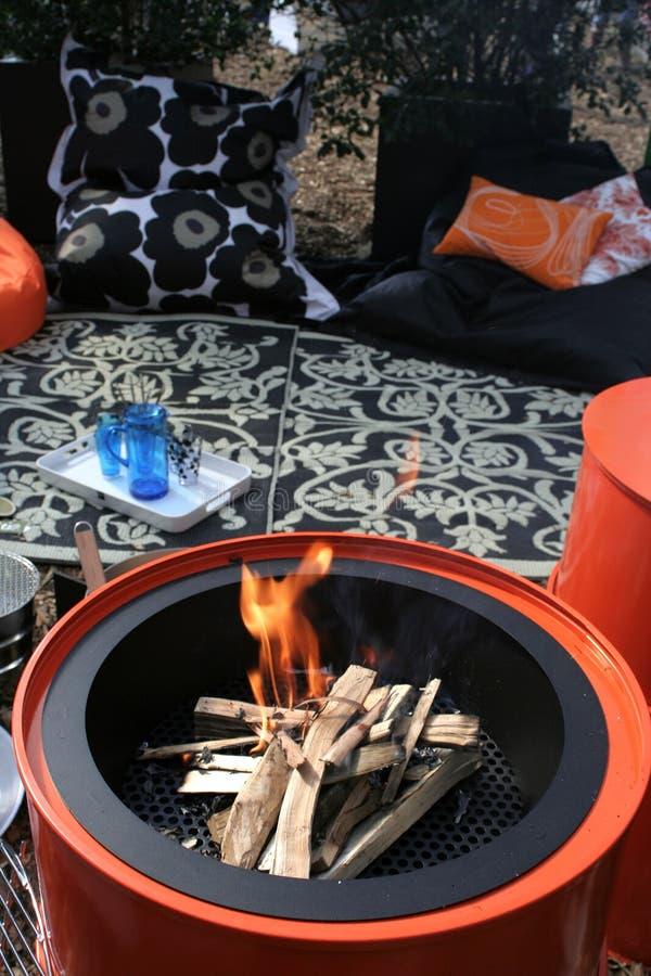 tun пикника сада пожара стоковая фотография