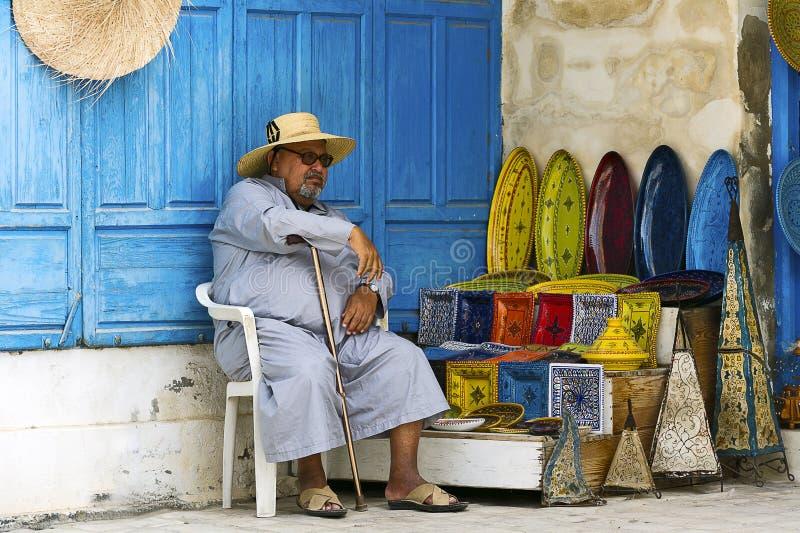 tun?sia Djerba Houmt Souk Comerciante da cerâmica imagens de stock
