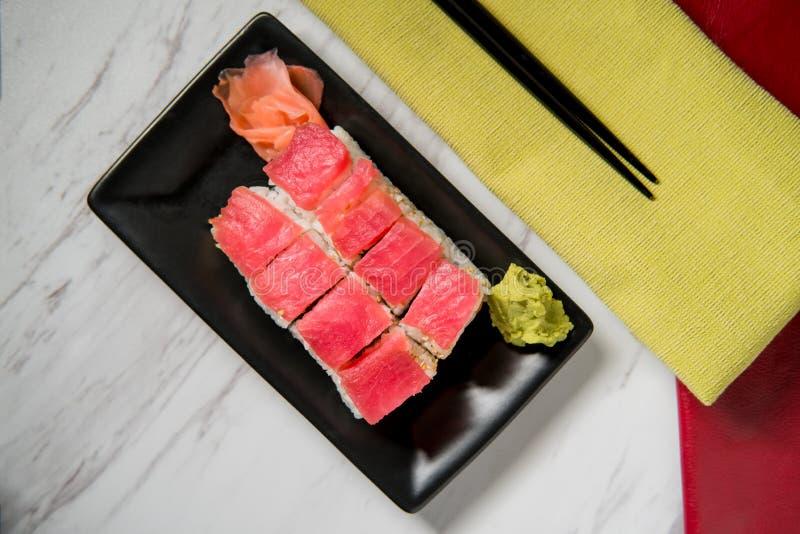 Tuna Salmon Sushi Roll imagenes de archivo