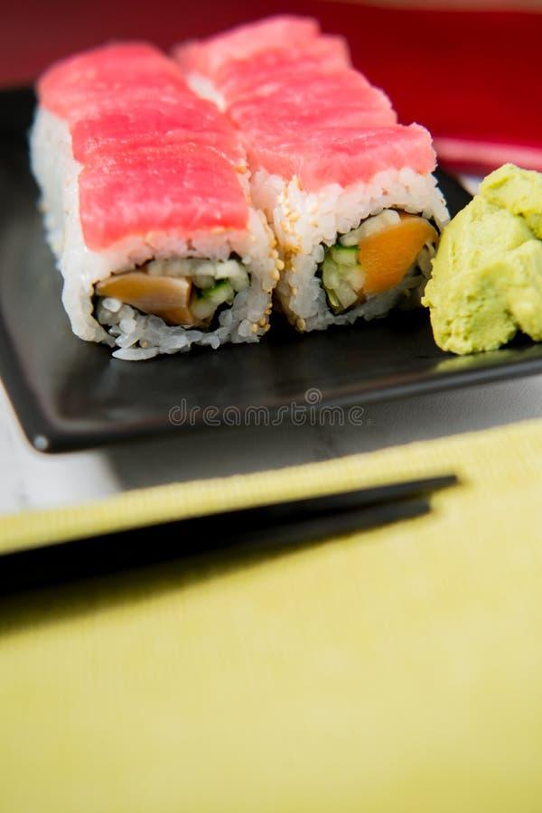 Tuna Salmon Sushi Roll foto de archivo libre de regalías