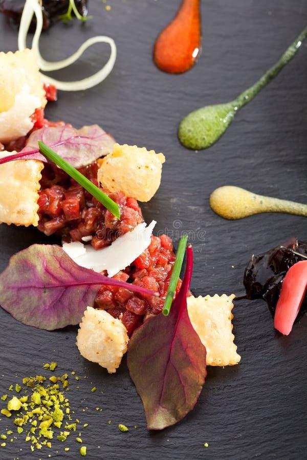 Tuna Tartare met Onderdompeling royalty-vrije stock afbeeldingen