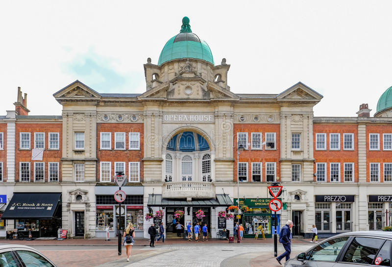 Tunbridge维尔斯,肯特,英国- 2017年6月27日:歌剧院街道sc 免版税库存照片