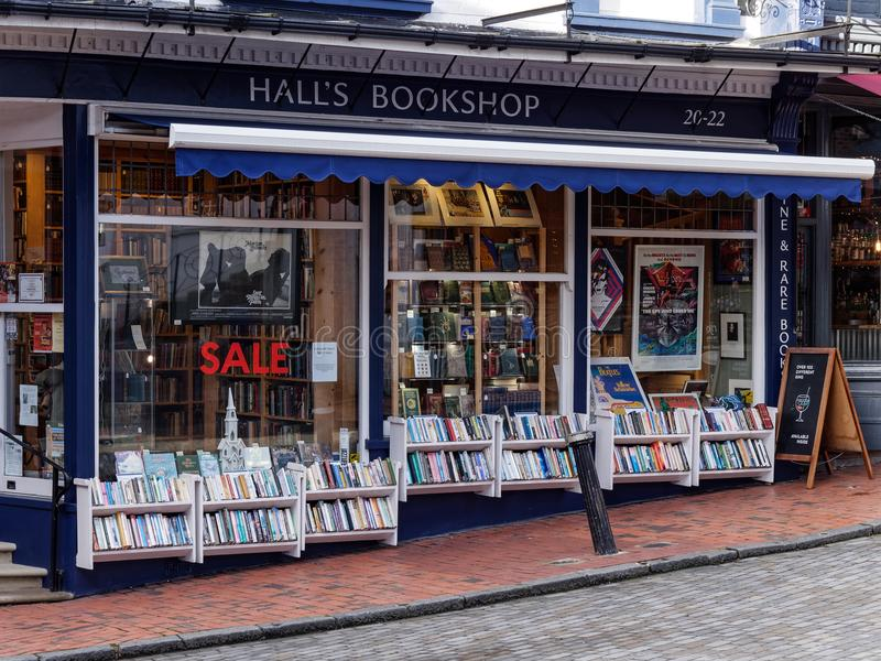 TUNBRIDGE WELLS, KENT/UK - JANUARY 5 : Hall`s Bookshop in Royal. Tunbridge Wells on January 5, 2018 royalty free stock images