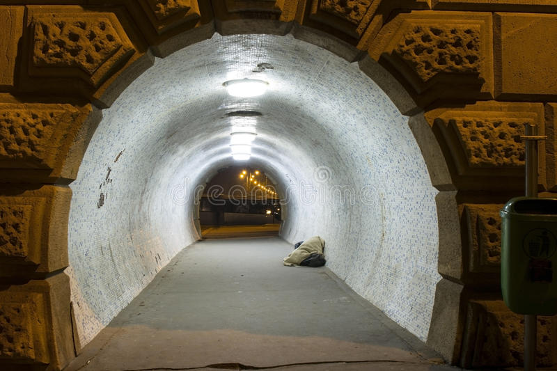 Tunel i bezdomny zdjęcie royalty free