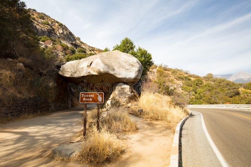 Tunel skała przy sekwoja parkiem narodowym fotografia royalty free