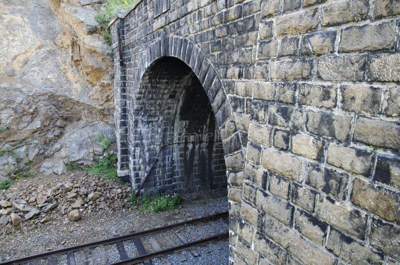 Tunel w skale Circum Baikal kolej zdjęcie stock