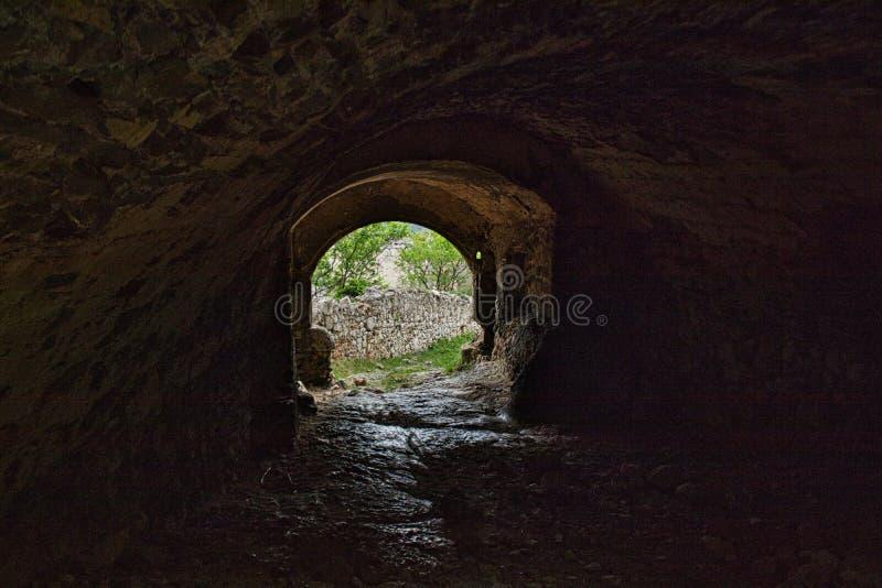tunel w starej grodowej ruinie obrazy royalty free