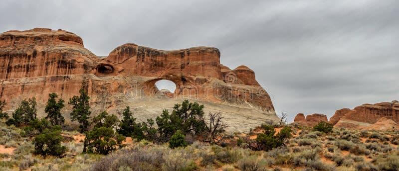 Tunelu łuk w łuku Krajowym zabytku, Utah zdjęcia royalty free