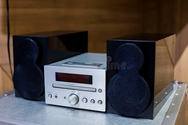 Tuner, CD et haut-parleurs stéréo de haute fidélité d'amplificateur de vintage photographie stock libre de droits