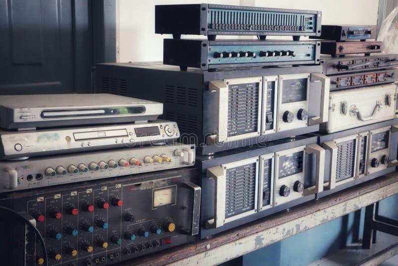 Tuner d'Echoizer, compresseur, dispensator, diviseur audio numérique, processeur, effets numériques d'Old de contrôleur de haut-p photographie stock libre de droits