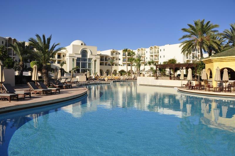 Tunesia: De reuzepool van 'Hotel van Le Residence's in de Stad van Tunis, royalty-vrije stock foto's