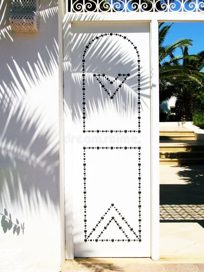 Tunesische Tür. lizenzfreie stockbilder