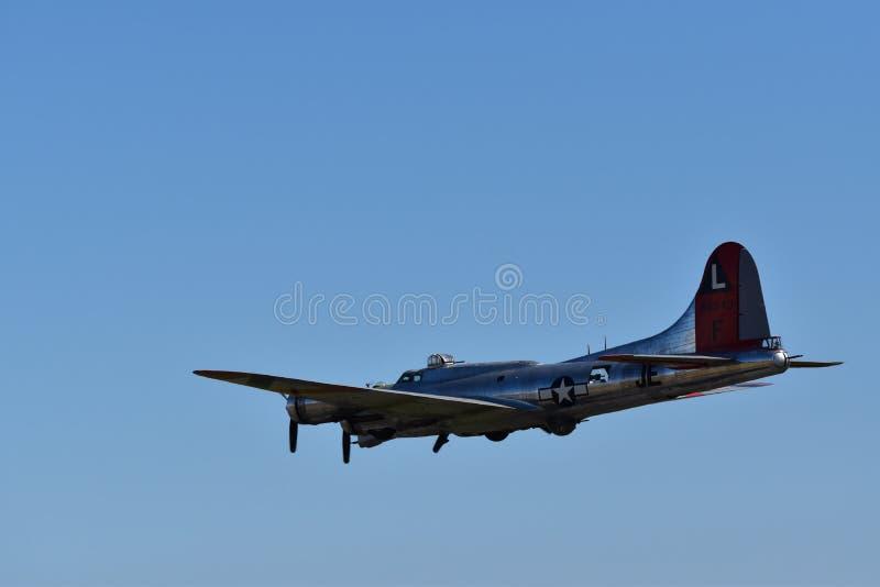 Tung bombplan för B--17Gflygfästning arkivfoton