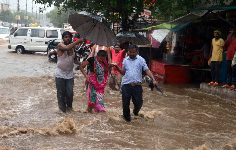Tung nederbörd i Bhopal royaltyfria bilder