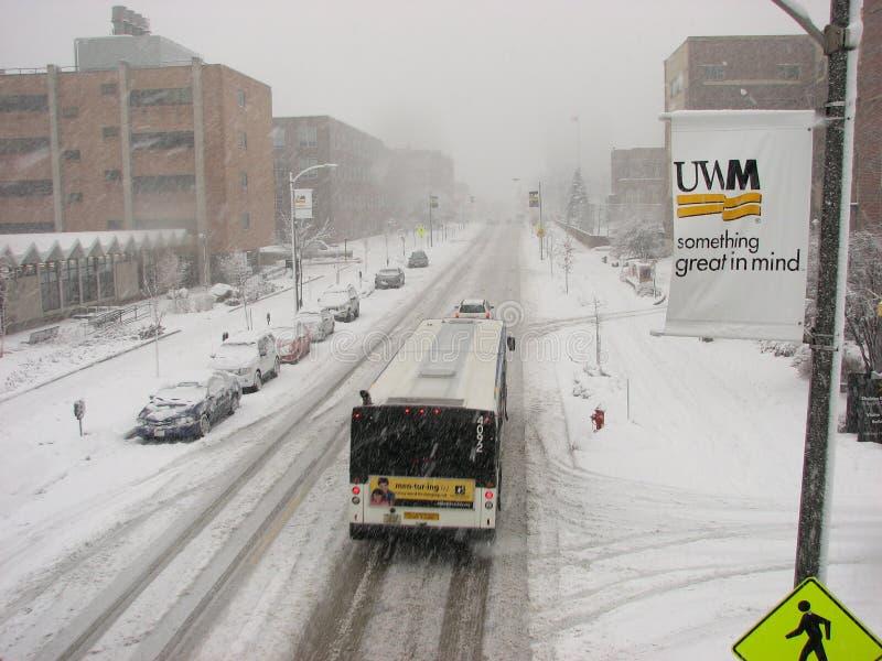 tung offentlig uwm för snowstormtransport royaltyfri bild